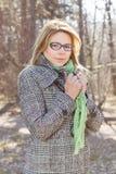 Sinnliches schönes junge Frauen-Porträt im Freien lizenzfreie stockfotos