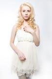 Sinnliches weibliches blondes Haar getrennt auf Weiß Stockbilder