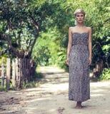 sinnlig flicka i djungeln Royaltyfri Bild