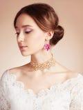 Sinnlig ung kvinna i brudklänning Fotografering för Bildbyråer