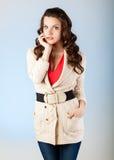Sinnlig ung kvinna med härliga långa bruna hår Arkivfoton