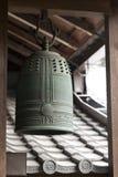 Sino de bronze japonês antigo tradicional. Imagens de Stock