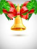 Sino de Natal do ouro com a fita vermelha na decoração do abeto ilustração stock