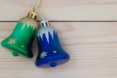 Sinos de Natal no fundo de madeira Imagem de Stock Royalty Free