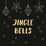 Sinos de tinir dourados da rotulação com decorações e sno do Natal Fotos de Stock