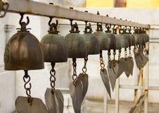 Sinos do templo em Tailândia Fotos de Stock