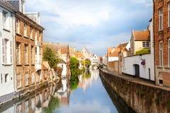 Sint-Annarei kanal och Dijver Spiegelrei gata Arkivfoton