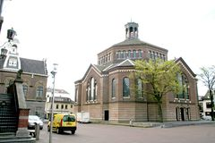 Sinten-Nicolaaskerk (förr stor kyrka) är en katolsk kyrka i Purmerend, Nederländerna Royaltyfri Fotografi