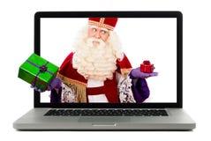 Sinterklaas avec l'ordinateur portable photographie stock