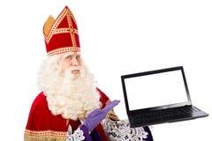 Sinterklaas con el ordenador portátil Foto de archivo libre de regalías