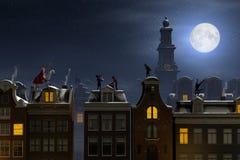 Sinterklaas en Pieten op de daken bij nacht stock illustratie
