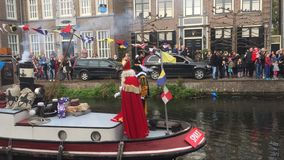 Sinterklaas gör en ingång med fartyget arkivfoto