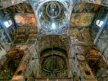 Sinterklaas-kerkbinnenland, Curtea DE Arges, Roemenië stock fotografie