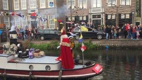 Sinterklaas macht einen Eingang durch Boot stockfoto
