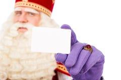 Sinterklaas med affärskortet på vit bakgrund Arkivfoton