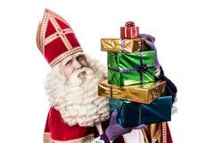 Sinterklaas montrant des cadeaux image stock