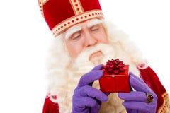 Sinterklaas montrant des cadeaux photos libres de droits