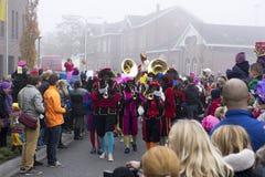 Sinterklaas och Zwarte Piet som ankommer Royaltyfri Fotografi