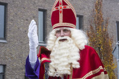 Sinterklaas och Zwarte Piet som ankommer Arkivfoto