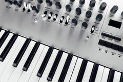 sintetizador análogo metálico imagens de stock royalty free