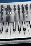 sintetizador análogo metálico imagens de stock