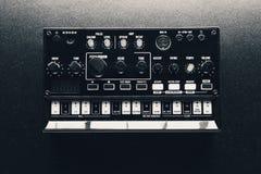 Sintetizador análogo preto imagens de stock