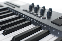Sintetizador de la música del teclado de Midi Imagen de archivo libre de regalías
