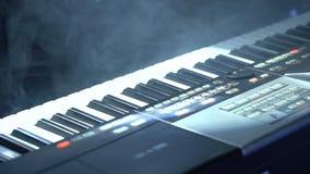 Sintetizador no fundo da luz de piscamento vídeos de arquivo
