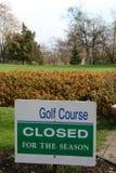 Sintomo che indica campo da golf chiuso per la stagione Fotografie Stock