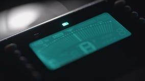 Sintonizador musical de Digitaces Pantalla de visualización azul HUD almacen de video
