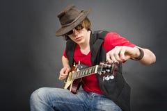 Sintonizzazione della chitarra Immagini Stock Libere da Diritti