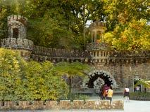 Sintra Изумительный и мистический парк Quinta da Regaleira стоковые фотографии rf