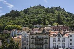 Sintra con i mouros del DOS di Castelo fotografia stock libera da diritti
