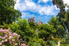 Sintra, Portogallo - giugno 2017 Quinta da Regaleira è un sito del patrimonio mondiale dall'Unesco all'interno del paesaggio cult fotografia stock libera da diritti
