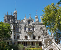 SINTRA, PORTUGAL - Augustus 17, 2012: Het complexe paleis en het park van Quinta de Regaleira royalty-vrije stock afbeeldingen