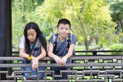 Siostry i brata portret zdjęcia stock
