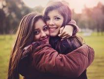 siostry kochający Fotografia Royalty Free