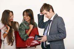 Siostry trzyma torba na zakupy na mężczyzna na bielu odizolowywającym i Obraz Royalty Free