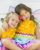 Siostry w Czarodziejskich kostiumach, Halloween Zdjęcie Stock