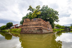 SiPhum hörn den forntida väggen i Chiang Mai Royaltyfri Bild