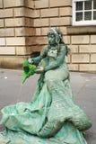 Sirène, vierge, streetart de pantomime à Edimbourg, au festival de rue de frange Images stock