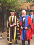 Sir Billy Connolly som mottar en heders- grad från universitet av Strathclyde Royaltyfri Foto