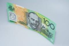 Αυστραλιανό τραπεζογραμμάτιο εκατό δολαρίων που στέκεται επάνω το Sir John Monash Side Στοκ Φωτογραφία