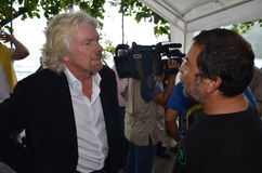 Sir Richard Branson mówi przeciw rekinu target147_0_ Obraz Royalty Free