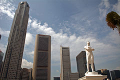 Sir Thomas Raffles and the skyscrapers, Singapore Royalty Free Stock Images