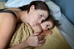 Sira de mãe ao relacionamento do bebê Fotografia de Stock Royalty Free