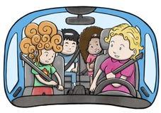 Sira de mãe e três crianças dentro de um carro usando correias de segurança e preparando-se para conduzir ilustração stock