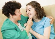 Sira de mãe à afeição da filha Fotografia de Stock