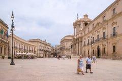 Siracusa Italien - Juli 25, 2011 - 'Piazza Duomo ', royaltyfri foto