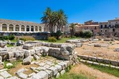 SIRACUSA ARCHEOLOGIA. Siracusa Sicily, Italy -  View of  Largo XXV Luglio in ancient island of Ortigia, ruins of Apollo temple Stock Photo